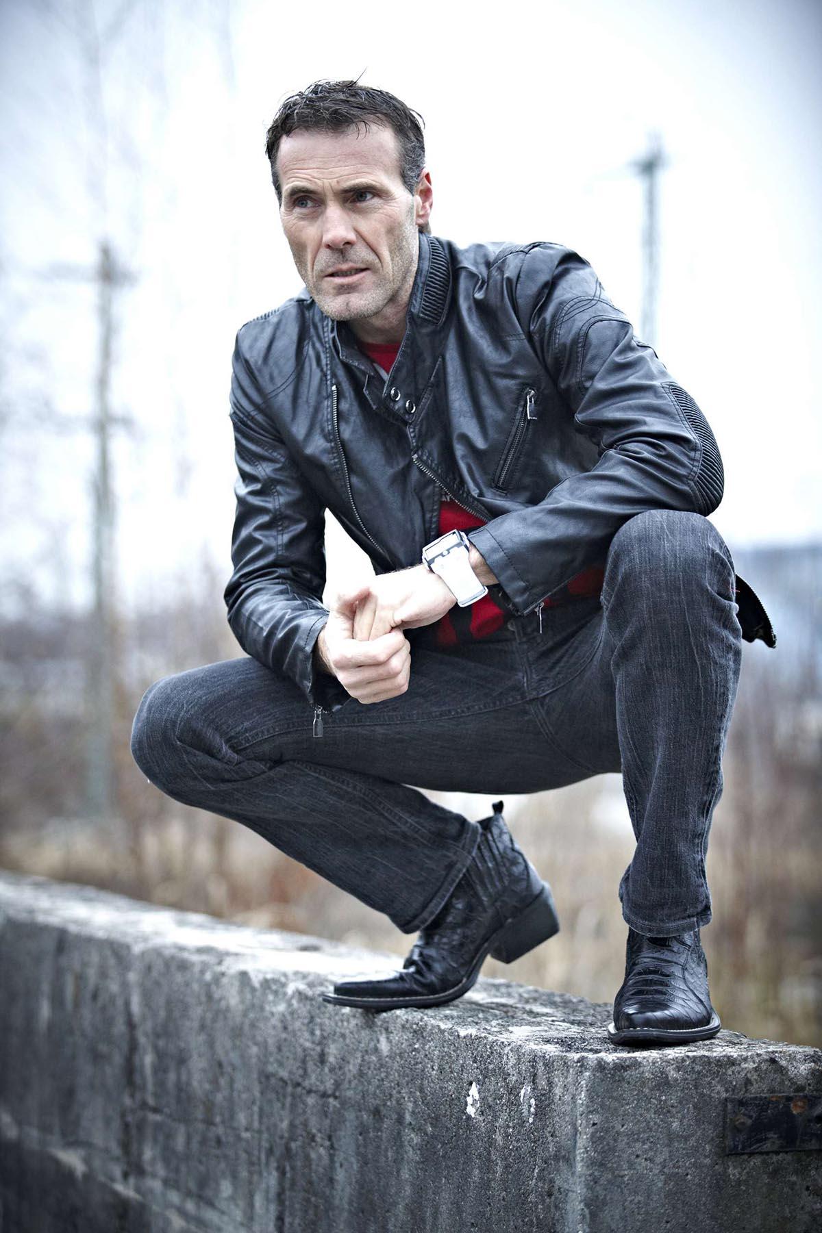Mann, schwarze Lederjacke marc gilsdorf fotografie Ihr